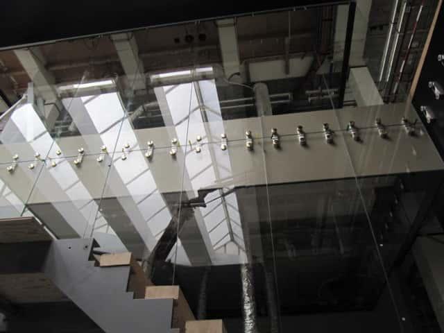 Glasgilde-glazen-wand-plaatsen
